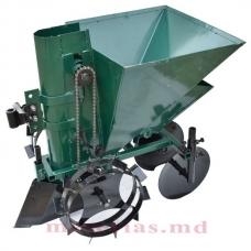 Plantator de cartofi cu buncăr pentru îngrășăminte